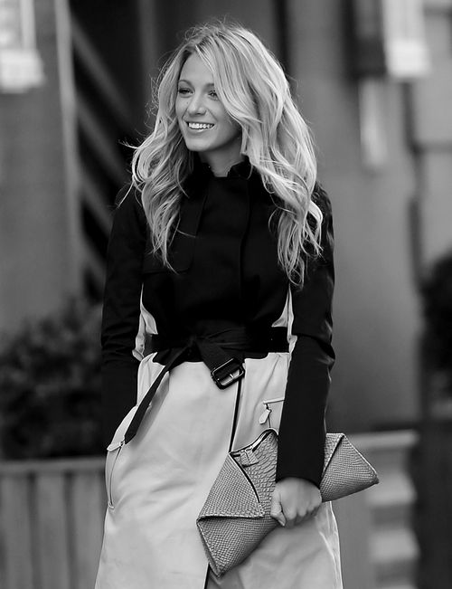 Sometimes ya gotta pay it to Blake Lively and her Alexander McQueen clutch. Today I will.