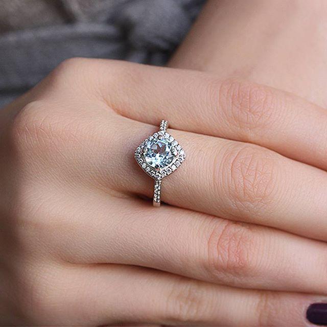 Серебряное кольцо с голубым топазом и фианитами.  #zlato_ua #jewelry #silver #украшения #ring #кольцо