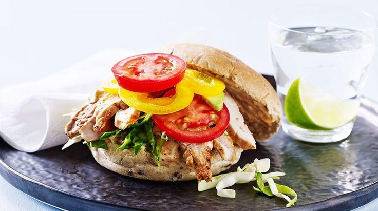 Skinkeschnitzel i fuldkornsbolle - mexicansk inspireret