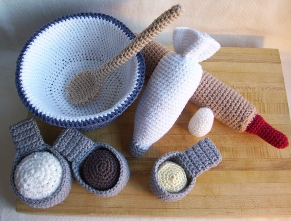 crochet baking set--safe way to play:) and no dishes afterwards