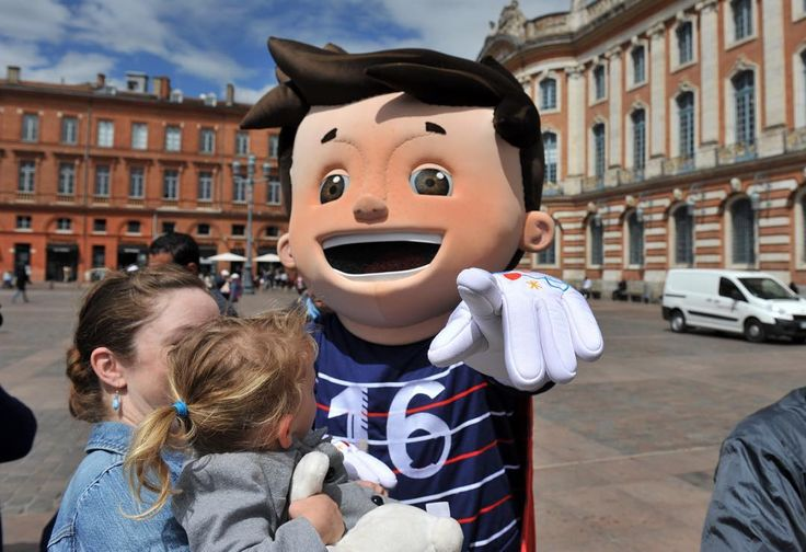 Animation pour l'Euro 2016 avec la mascotte super Victor pour les enfants des centres de loisirs  La Dépêche du midiFréderic Charmeux #ladepechedumidi #photo #photooftheday #photojournalism #love #beautiful #instagood #midipyrenees #friends #toulouse #lovetoulouse #objectiftoulouse #visiteztoulouse #igerstoulouse #lrmp #euro2016 #enfants #football #followme #sports #mascote