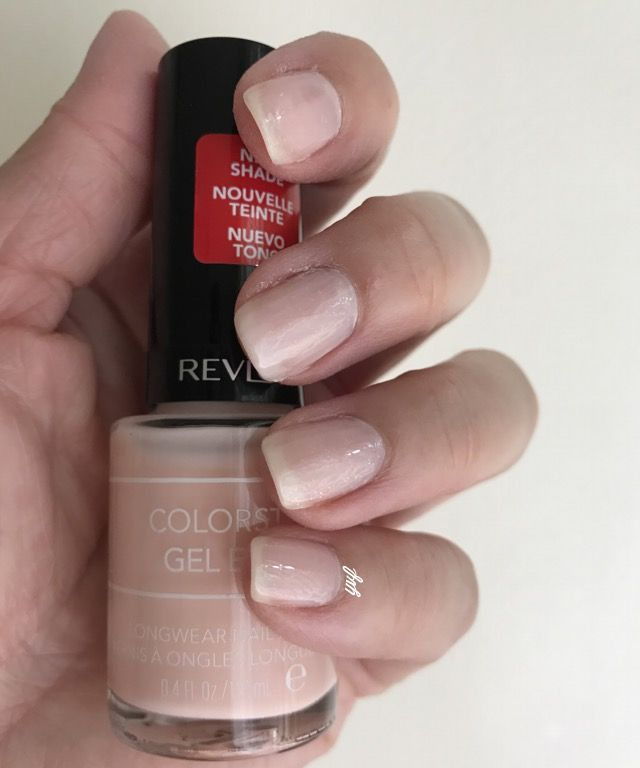 First coat: Revlon Gel Envy Up in Charms Second coat: Rimmel Glitter Top Coat Third coat: Revlon Gel Envy Up in Charms