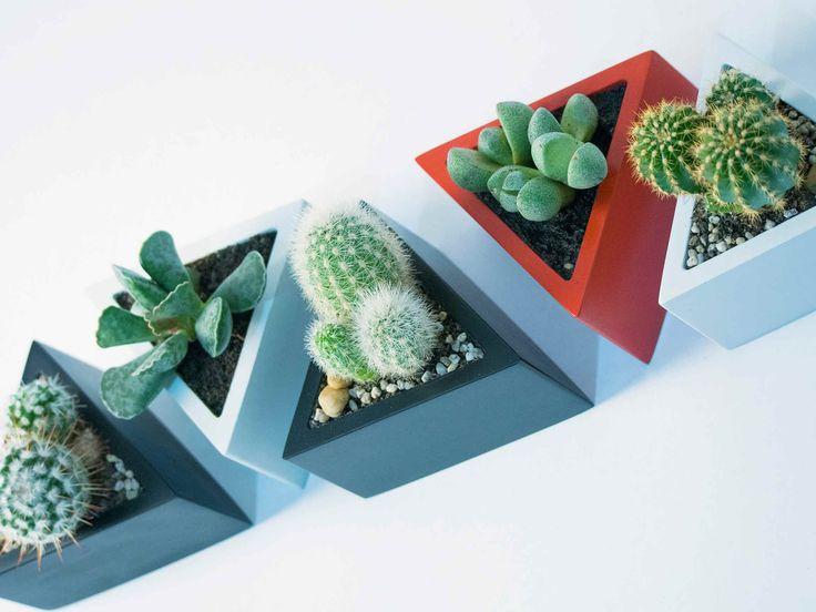 Prisma - vas pentru plante. Geometrica, o colectie de vase moderne, ideale pentru plante suculente sau cactusi, acasa sau la birou. Create de Atelierro. www.atelierro.eu