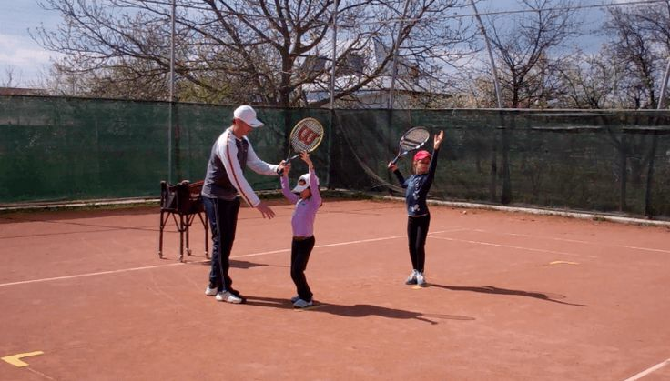 Tennis Lesson - the Serve (from WebTennis24.com - My Daddy / My Coach live tennis lessons)