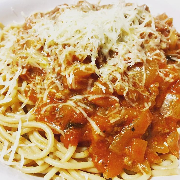 #ThankGoodness Over on the blog today is my entry for the Dolmio #thankgoodness campaign with @britmums We made a huge batch of bolognese which is good for a few meals and helps with the hectic rush at tea time during the week.  Why not pop over and check out our amazing Spaghetti Bolognese recipe  #spaghetti