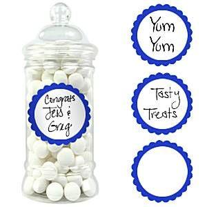 Kirjoita omat etikettisi esimerkiksi candy buffetin purkkeihin, lahjapaketteihin, tai kaverilahjapusseihin. Paketissa 20 kpl tarroja, joiden halkaisija on noin 5 cm.