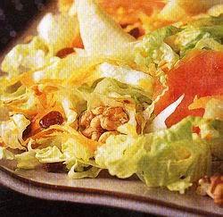 Mazsolás–diós saláta