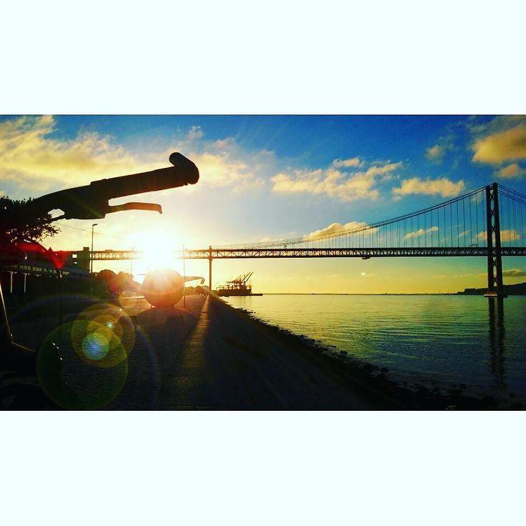 #sunrise #skycolors #fromwhereweride #cycling #morningride #cyclistlife #ciclovia #bikelane #wymtm #girlsonbicycles #girlpower #lightbro  #sunriseandsunsetsaroundtheworld #water_brilliance #waterripples  #pedalaremlisboa #riotejo #bicicleta #bikelove #bici #bicycle #beautifullisbon #river #sunny #cyclingshots #lisboa  #ponte25deabril #日の出 #自転車