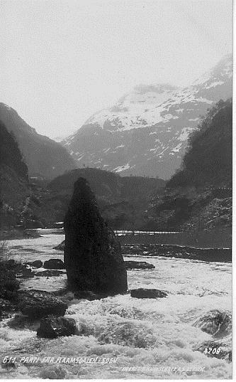 Parti fra FLAAMSDALEN Flåm Aurland med elv