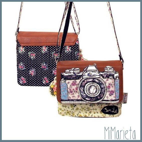 Con Asa ajustable, solapa en color marrón e interior forrado en color púrpura. Un regalo precioso para los amantes de la fotografía. Medidas: 20cm.