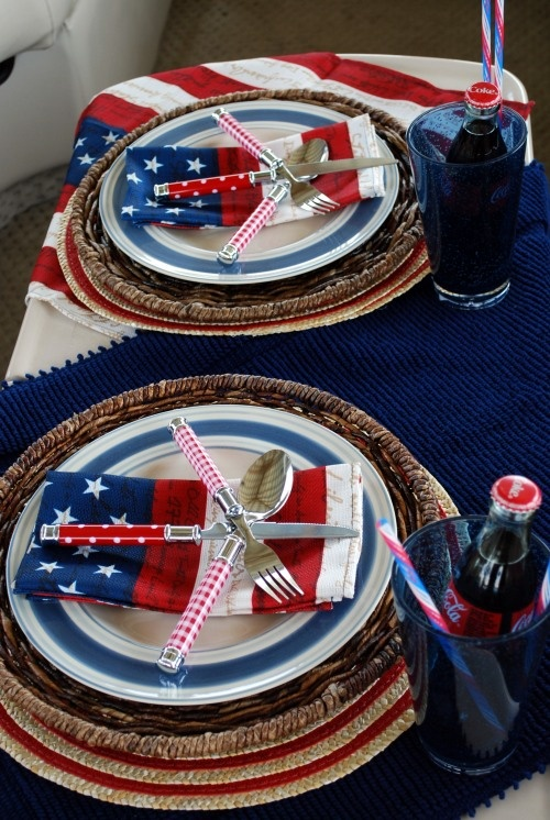 These nice table decorations will bring the bang to any party. Super cute.