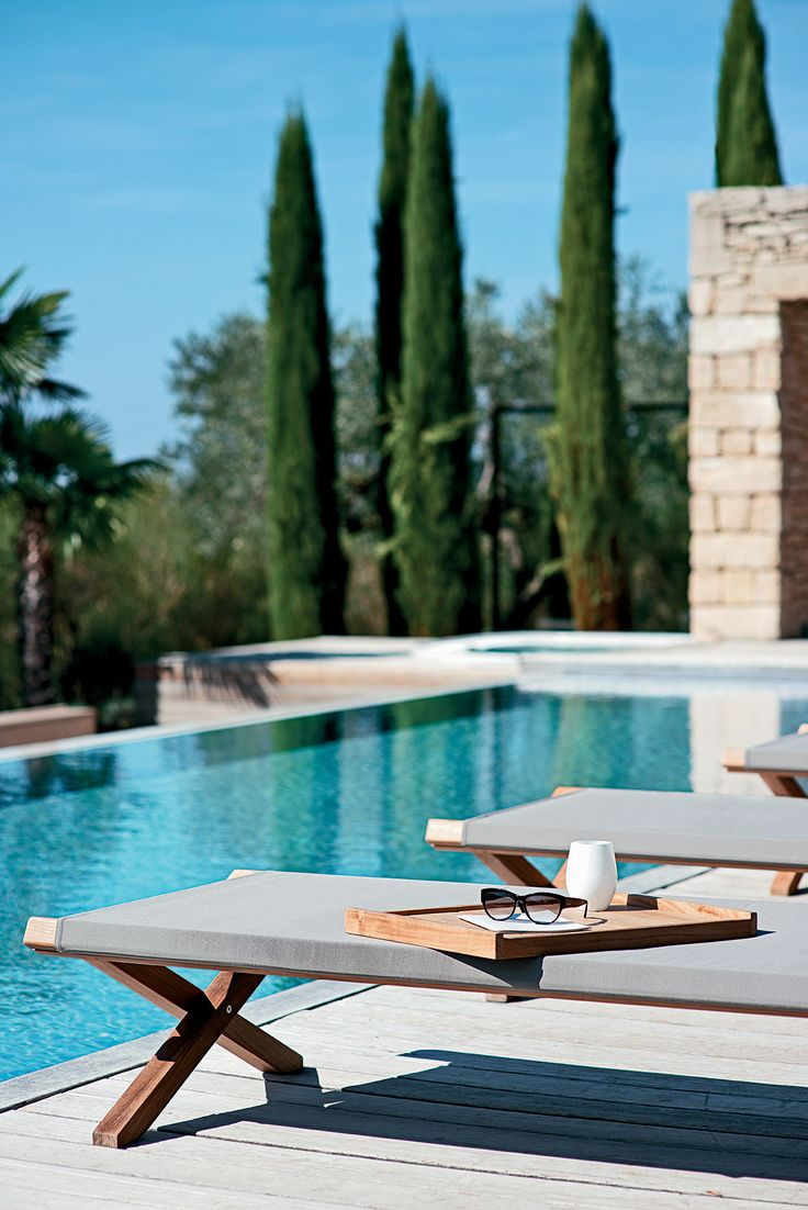 Charming Minimalist In Style And With A Basic Design, The Elìt Lounger Is A  Versatile Piece Good Looking