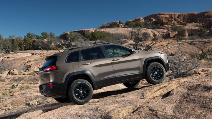 2014 Jeep® Cherokee Trailhawk® shown in Granite.