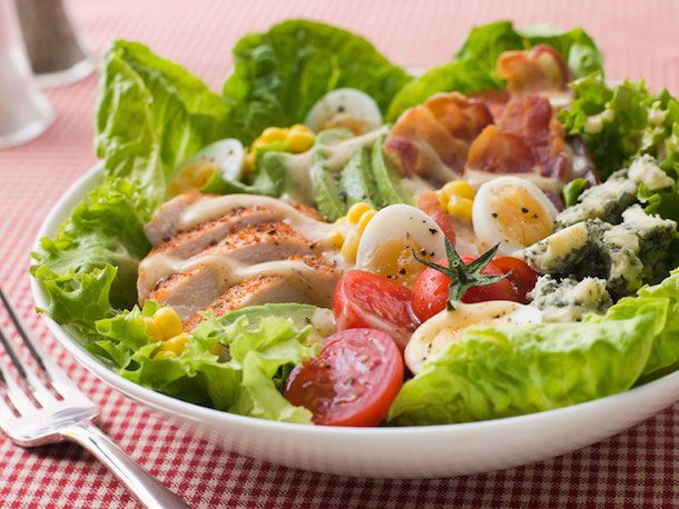 Don't be sabotaged by your favorite restaurant salad. Here are some bowl-busting trends to be aware of and tips to help you make healthier choices when ordering greens on the go.