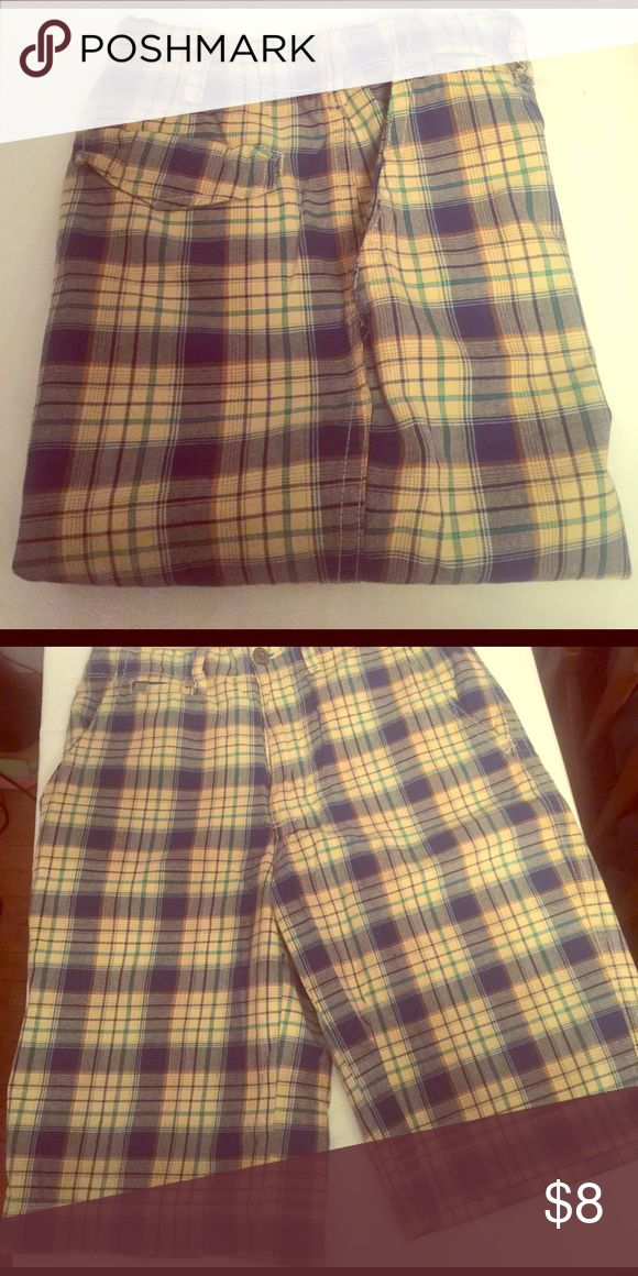 No Boundaries Mens Plaid Shorts No Boundaries men's plaid shorts. Waist 30. Flat front. 22 inches from waist to bottom of leg. 2 back pockets, 2 side pockets. Very good condition. Nicely made, heavier 100% cotton fabric. No Boundaries Shorts Flat Front