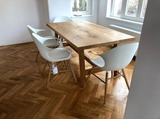 Desku tohoto masivního jídelního stolu jsme vyráběli ze 3 kusů dubových fošen 🙂 Vypadá opravdu skvostně .  😊👌😍