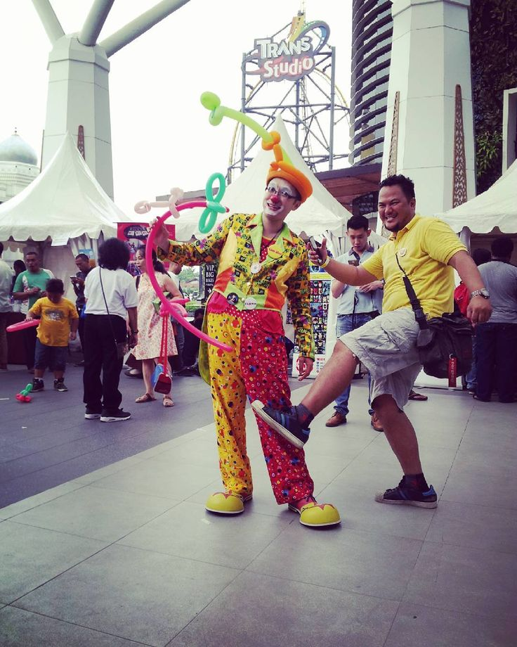 21february2016 #beranigundul #fightcancer #worldcancerday #charityshow #wecare #weshare #transstudiomall #bandung #westjava #indonesia #happyheartdoesgoodlikemedicine #love @balloon #balloontwisting #show #clown #badut special thanks to all people from #hobbies Bandung community..thanks mr @infohobbies mr steveBengkaw for this #GREAT #event thanks to @adalimabalonku #adalimaballoons for supply me with this great #highqualityballoon #product :) spread #the #happiness throught #balloon n…