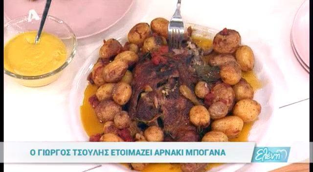 ΥΛΙΚΑ: 1 ½ κιλό μπούτι αρνίσιο 1 ½ κιλό πατάτες baby 4 σκελίδες σκόρδο σπασμένες 500 γρ. ντομάτα κονκασέ (κονσέρβα)