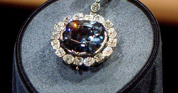 Der Hope-Diamant gilt als schönster und wertvollster Diamant der Welt – zugleich soll er der gefährlichste sein. Seit seiner Entdeckung in Indien soll einen tödlicher Fluch auf ihm liegen.