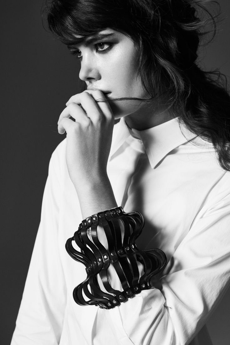Focus on detail, jewelry, accessories, geometric, minimalism