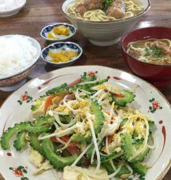 おかず食堂 - おかず食堂番外編。石垣島の食堂でゴーヤチャンプルーを注文したらごはんと小さい八重山そばがついていてうれ...
