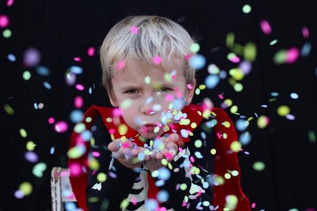 N'oublions pas les photos ! Testez la mise en scène avec les confettis ! Effet garanti ;-)