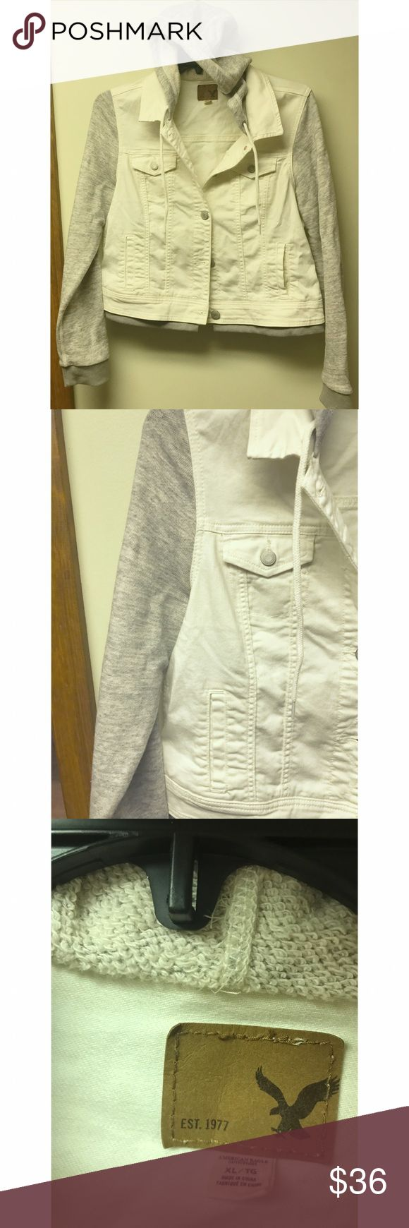 NWOT AMERICAN EAGLE JEAN JACKET. Only tried on, never worn, super adorable American eagle Jean and cloth jacket American Eagle Outfitters Jackets & Coats Jean Jackets