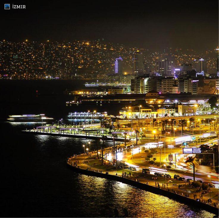 土耳其西部,全國第三大城市 #伊茲密爾 也擁有美麗閃耀的夜景。 ©mcbilal61