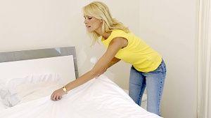 Wer direkt nach dem Aufstehen sein Bett macht, bereitet Milben ein angenehmes Klima. (Quelle: imago/Paul von Stroheim)