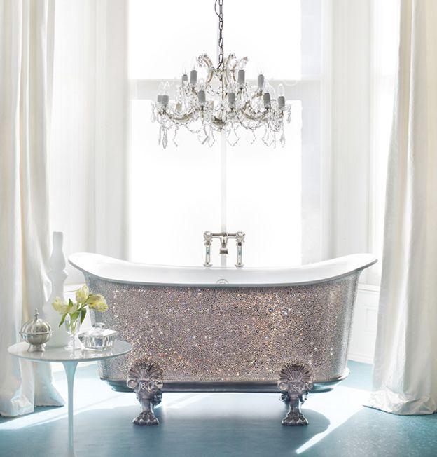 Ooh la la. A glitter bath tub. #bathroom #bath #badezimmer