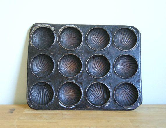 Metal mold, baking sheet, vintage industrial decor. 15,12e  <3 Kaikki vastaavat kirpuilla vastaantulevat erittäin tervetulleita!!!