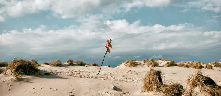 Traumhafte Aussichten auf Norderney im MeerBlickD21 ►►  Dank der Lage des neuen Hotel MeerBlickD21 erleben Sie Ihren Aufenthalt auf Norderney vom Logenplatz aus. Entdecken Sie die Insel und den Blick auf die Nordsee exklusiv aus der ersten Reihe. ►►  Adresse Hotel MeerBlickD21 – Norderney  Straße | Damenpfad 21 PLZ / Ort | 26548 Norderney Koordinaten Hotel MeerBlickD21 – Norderney  Latitude | 53.706390 Longitude | 7.139650