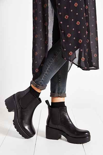 Vagabond Dioon Chelsea Boot - Urban Outfitters. So 90s, I love it.