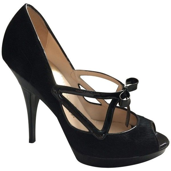Pre-owned Peep-toes with patent leather bow (380 CAD) ❤ liked on Polyvore featuring shoes, flats, black, black peep toe shoes, black round toe flats, bow flats, peep-toe flats and black patent flats