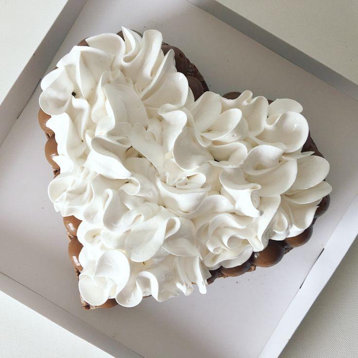 "237 Me gusta, 12 comentarios - MIX BAKERY ❤️ (@mixbakerylp) en Instagram: ""Brownie LOVE ❤️ Torta de regalo para un Aniversario de casados #mix #mixbakery #brownie…"""