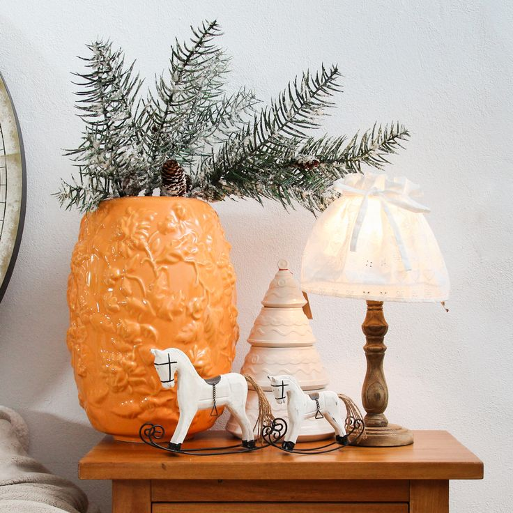 Place yourself in front of a fire, enjoy the time you spend in your solitude or with your beloved ones. Smell the scent of fresh wine boilt with oranges in such a way that you forget your deepest worries. That's the feeling you get when you look at our ceramic vase.