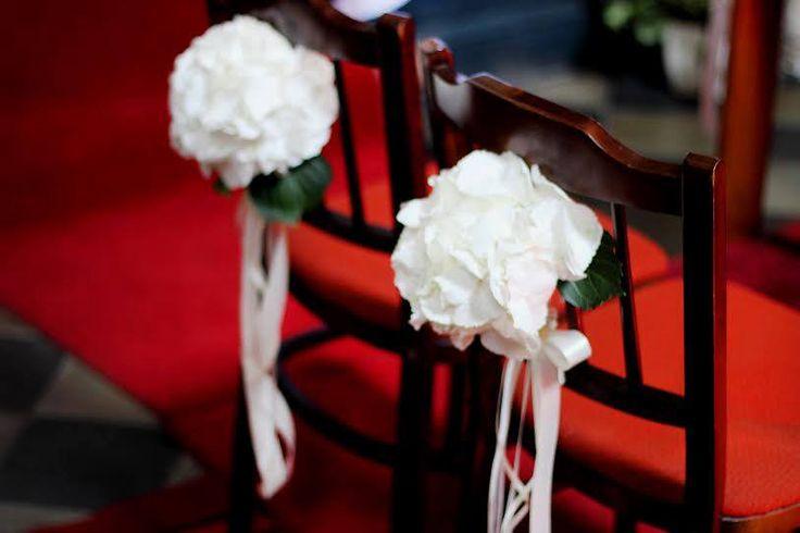 Dekoracje kościoła - Krzesła http://www.chabryimaki.com/realizacje/dekoracje-kosciola/