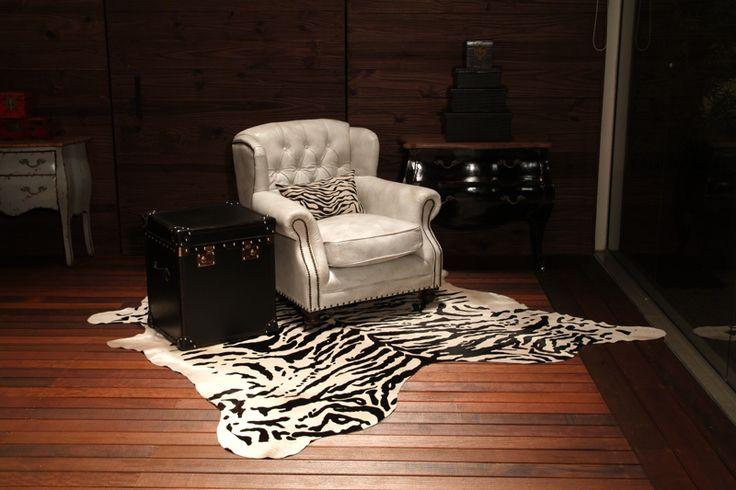 Tapetes decorativos na estampa de Zebra. Dê sofisticação para a sua casa. Decore com a tapeçaria da Adoro Presentes. #Tapete #tapeçaria #Decoração #casa #AdoroPresentes