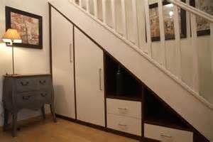 1000 id es sur le th me sous les escaliers sur pinterest - Faire un dressing dans un placard ...