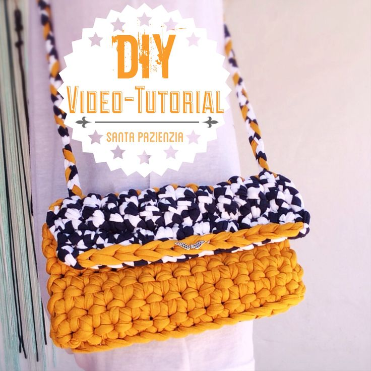 Vídeo-Tutorial de Santa Pazienzia. Cómo hacer un bolso de trapillo bicolor. How to knit a T-shirt Yarn bag. http://youtu.be/Okj8IiyzJ7c