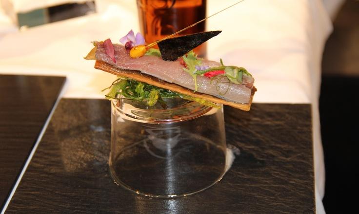 Sardina marinada en vinagre de Jerez, escabeche de vegetales y perlas de aceite de oliva     http://www.zoomnews.es/estilo-vida/gastronomia/gastronomia/sardina-marinada