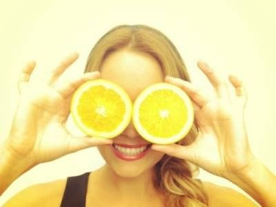 Vitamin C in lemons helps to neutralize free radicals linked to aging and most types of disease. #NaturalHealth #HealthyLiving #Eyesthetica