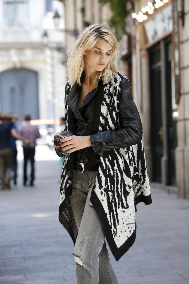 Schwarz und weiß und rockig: Dieser Look von deinem OTTO Pinterest-Team ist die perfekte Mischung aus Glamour, Punk und Chic. Highlight ist dabei die Strickjacke im Zebra-Muster, die du mit der Jeans im Destroyed-Look und Stiefeletten harmonisch kombinierst. Unbedingt dazu gehört die Lederjacke!