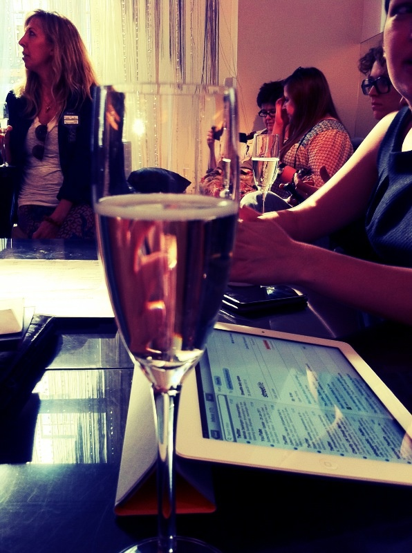 blogger chic #iPad #champagne #regenttweet #london