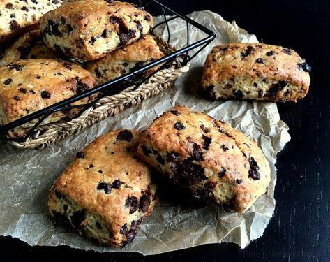 Bedste opskrift på scones med chokolade - lynhurtige og lækre, så der behøver ikke være langt fra tanke til handling, når lysten til scones melder sig.