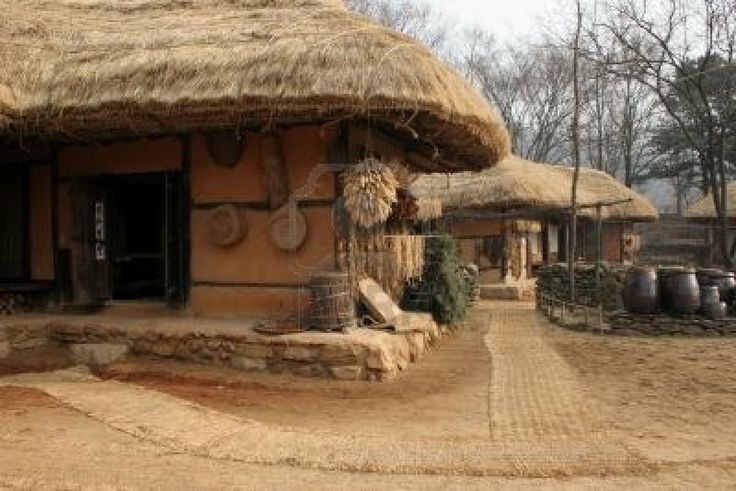A folk house in SuWon South Korea. Here the roof is thatched and the walls have a clay finish.