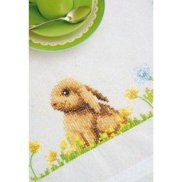 Voorbedrukte tafelkleed met ingeweven boord konijntje op het gras om te borduren vervaco pn-0154957