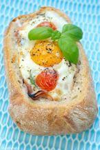 Voor Pasen of gewoon als lekkere lunch, met dit broodje ei uit de oven is succes gegarandeerd! Het recept kan je vinden bij 'BRON'