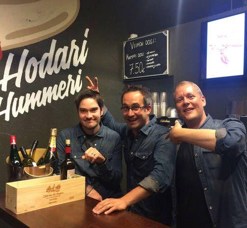 NEWS. HOD DOG perfect&Restaurang. Henri Alén, Samuil Angelov ja Timo
