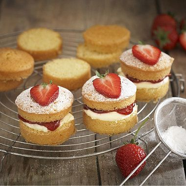 I love cakes.... and these are some of my favourites as I have recently acquired the tin from Lakeland. Mini victoria's are so much better than cup cakes, easy to make and decorate and make Sunday dinner desert very personal as we all have a cake each......